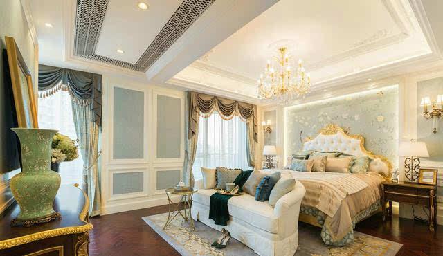 浪漫品味的居住环境 主卧室 主卧整体以浅色为背景色,床头的位置使用图片