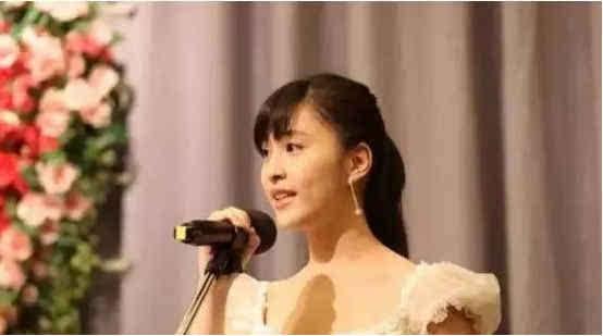 2017年,4月26岁的台湾女作家林奕含,以上吊的方式结束了自己的生命.