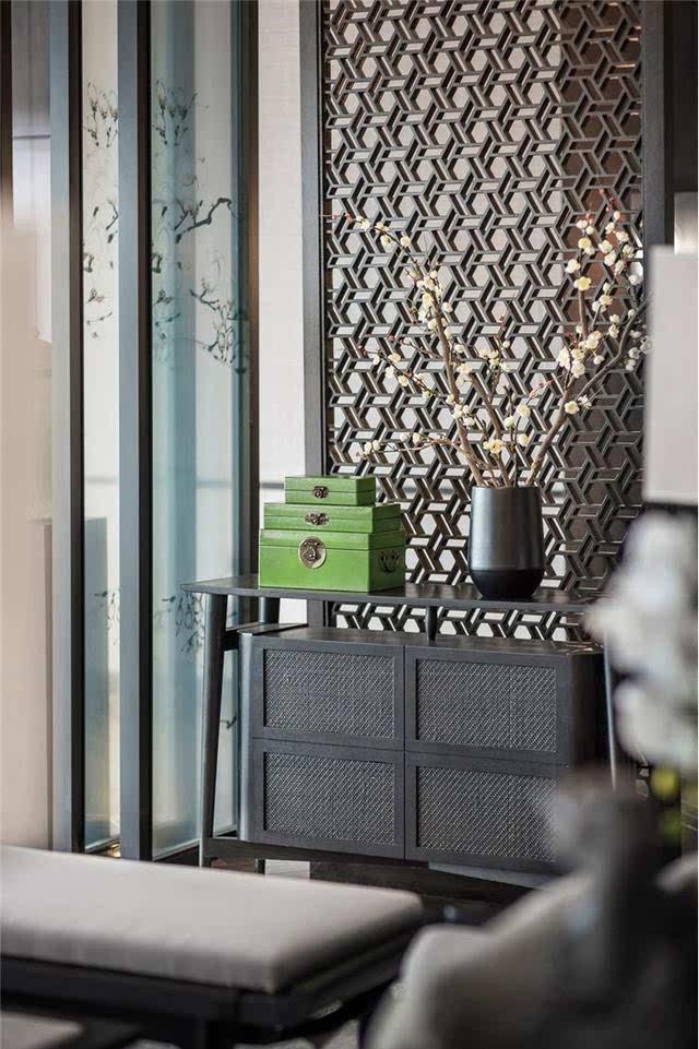 大堂等候区 新中式沙发展示性与功能结合 配以几幅大的中式挂画及窗外