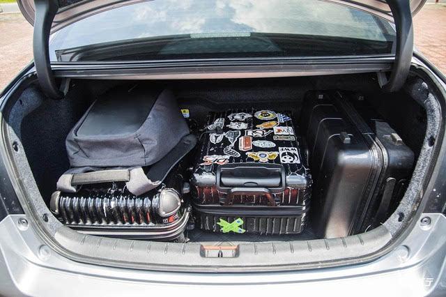 所以综合下来三款车型后备箱的表现排名分别是凯美瑞混动,蒙迪欧混动图片