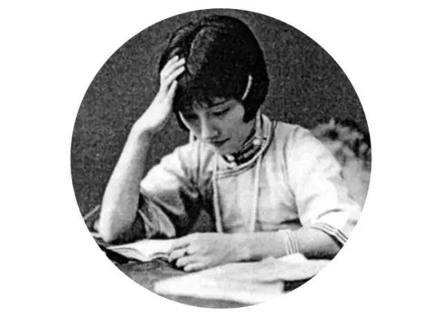 林徽因身上的故事流传更广,她与梁思成,金岳霖三人间的相处,也称为一图片