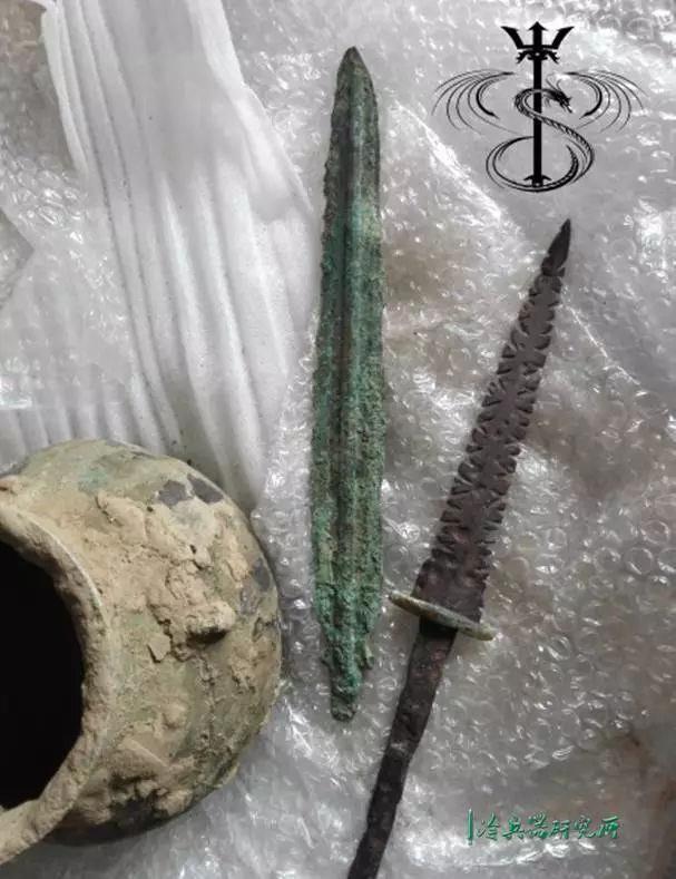 未完成的水晶配件原料 后記: 過程中,曾將未完成品,發送給射箭群里圖片