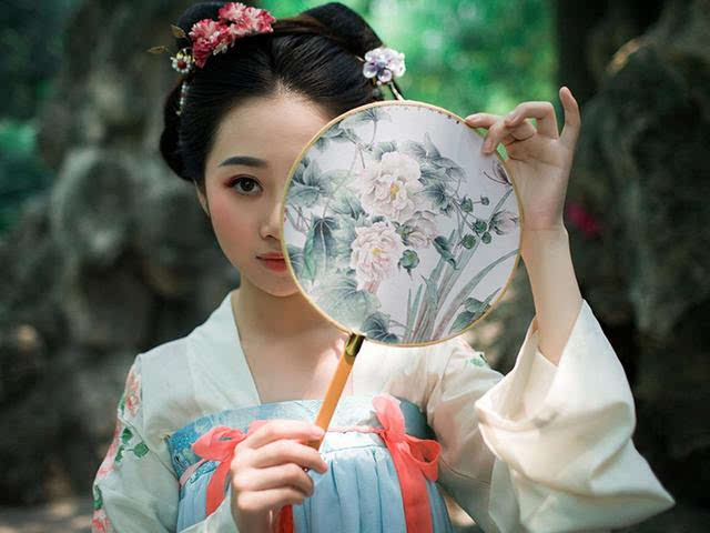 汉代美女古装背影手绘