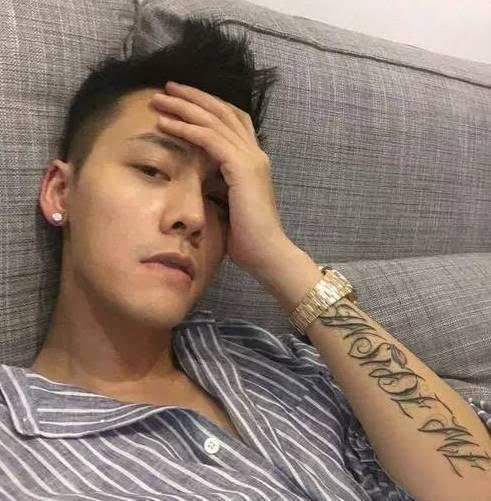 明星身上的纹身有深意,他的纹身竟然最多