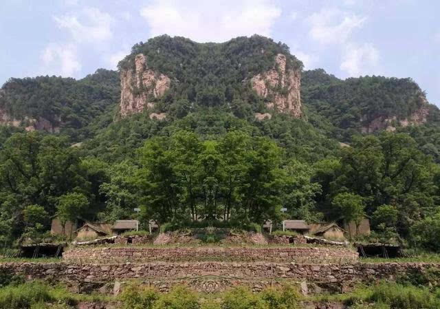 绛北大峡谷位于山西省运城市绛县么里镇境内,观赏面积20平方公里.