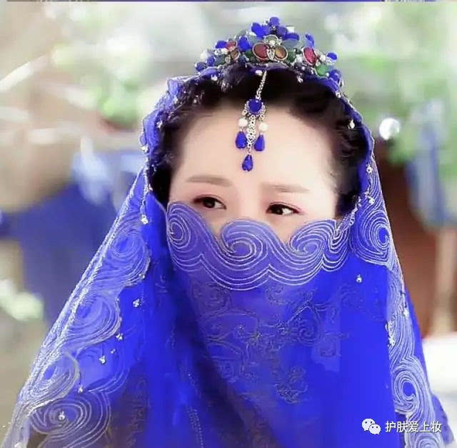 女星异域古装,赵丽颖红色大婚衣虽美可还是败给她