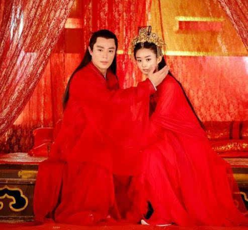同是和赵丽颖拍婚纱照,林更新最默契,而他最惋惜图片
