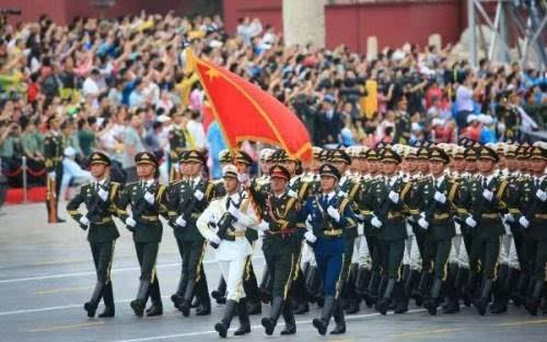 法国阅兵2015_3 2015年的阅兵是有史以来第一次\