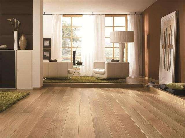 客厅铺木地板还是瓷砖? 我家刚用三个月就后悔了!