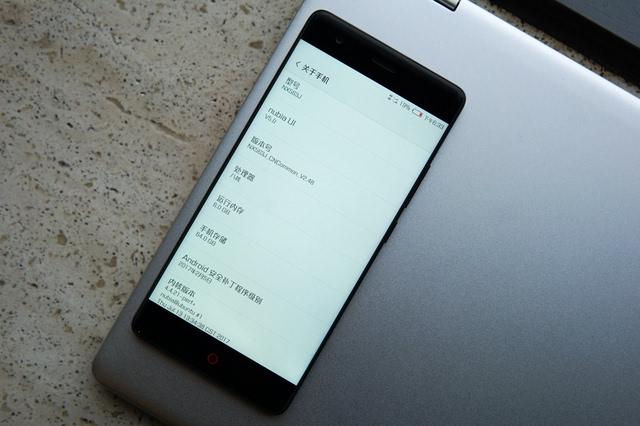 努比亚无边框屏幕手机,虽贵300,却比小米6值得买