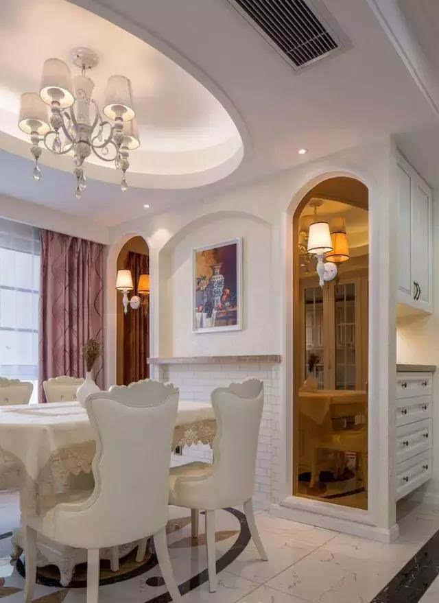 从吊顶到装饰到家具,全是欧式风格,豪华大气.