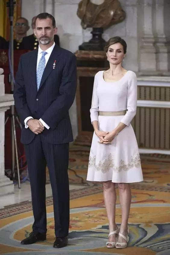 jiaopeidianying交配电影_觉得这个没身份没背景还离过婚的女人压根不适合(pei)嫁入皇室.