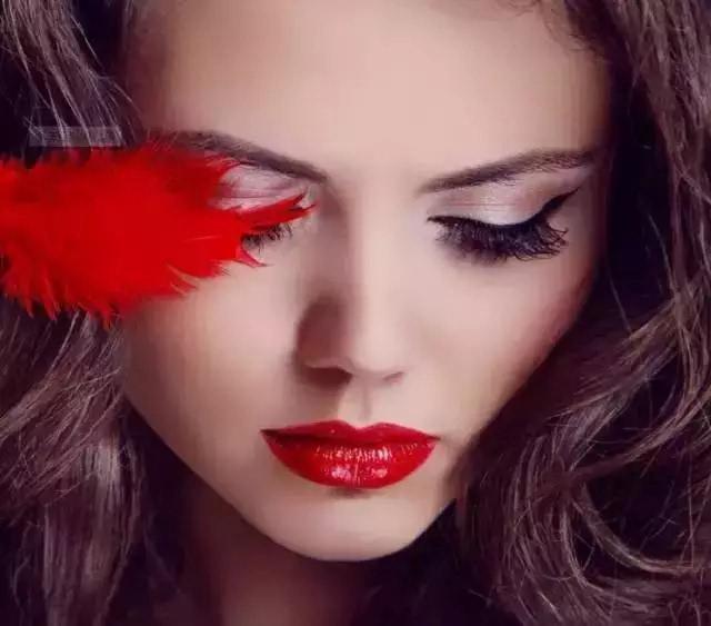 海清:一字眉+美瞳线+水晶唇=素颜美女!