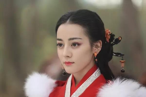 热巴和关晓彤8月新剧正面pk,你看谁的剧?