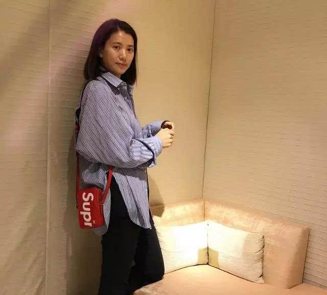 袁咏仪46岁素颜照挺美,跟老公25年恩爱不离不弃!