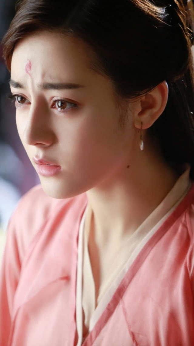 古装美人泪赵丽颖哭到两眼充血,她梨花带雨最迷人图片