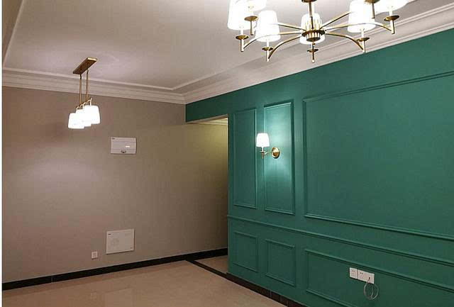客厅没有吊顶,就是石膏线条,我还挺喜欢这种的,现在楼房层高有限这么