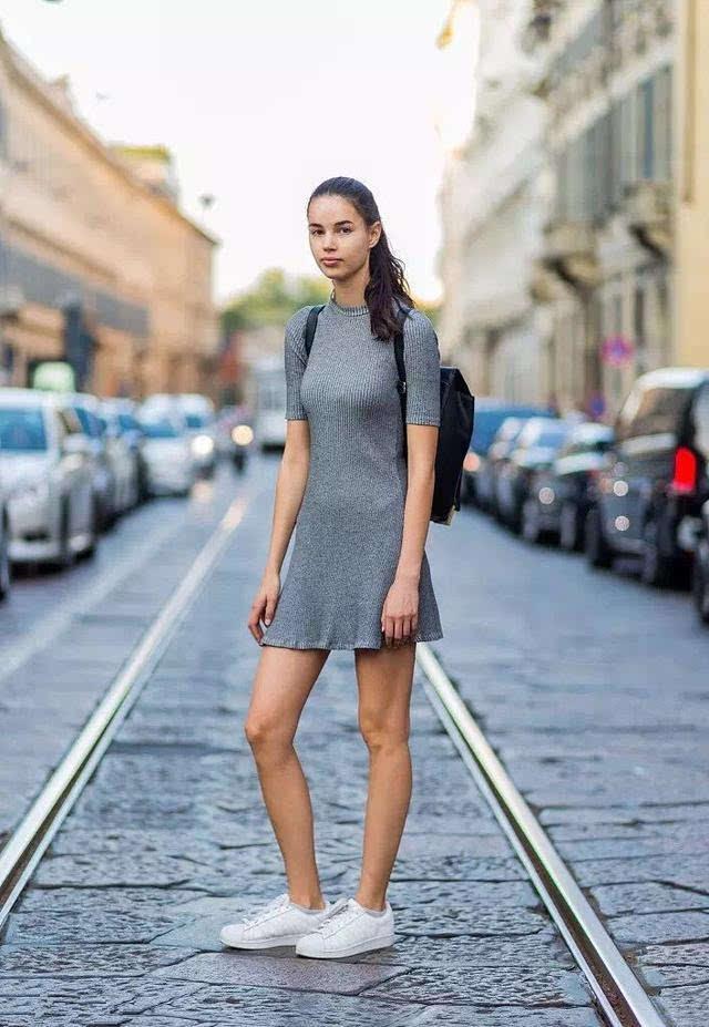 运动鞋搭配裙子也可以美的这么过分!图片