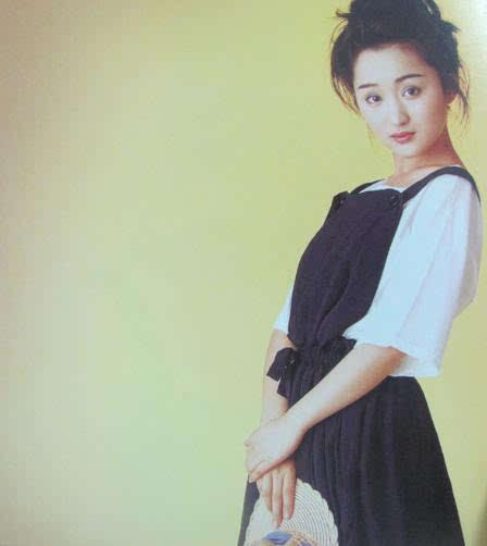 46岁杨钰莹至今未嫁人,素颜随意打扮出门似路人!