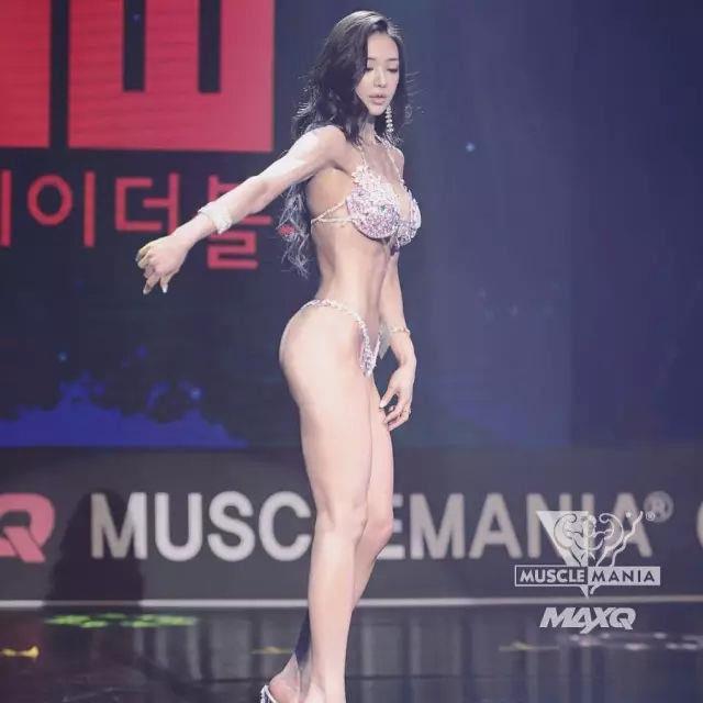 ▼ 李燕花 在musclemania韩国健体模特比赛冠军 ▼ 就看她一眼 多少
