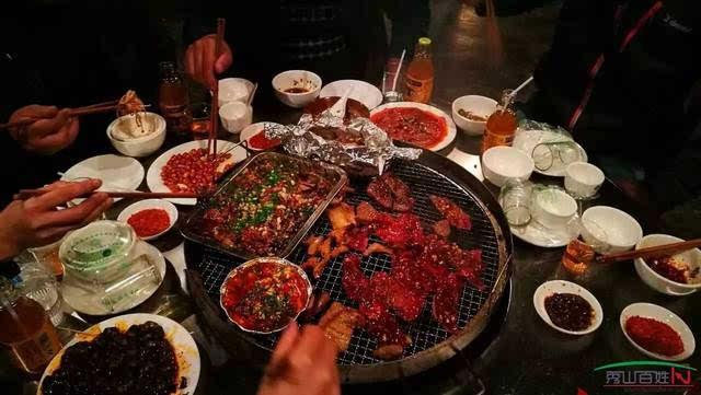火锅,羊肉的,猪肉的,海鲜的,麻,辣,鲜,香,随性洒脱,洋溢着浓郁的市井