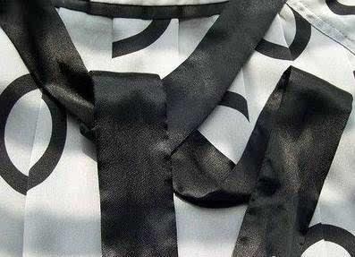 大衣腰带系法图解--------背后蝴蝶结型 系法小评 腰后蝴蝶型,使得腰