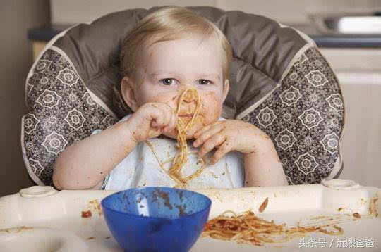小孩吃东西简笔画