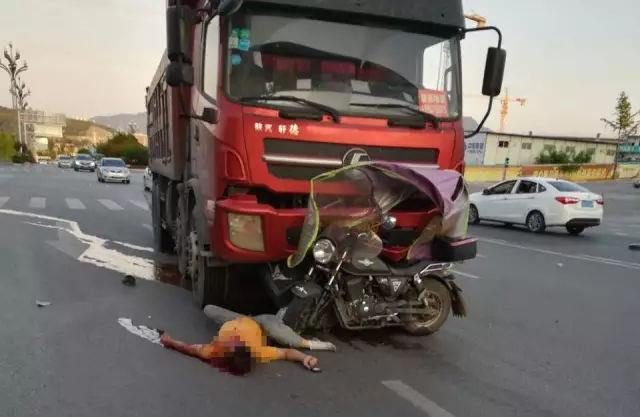 巴中车所在哪_悲惨!巴中摩托车与货车相撞,致一名男子当场身亡【内附视频】