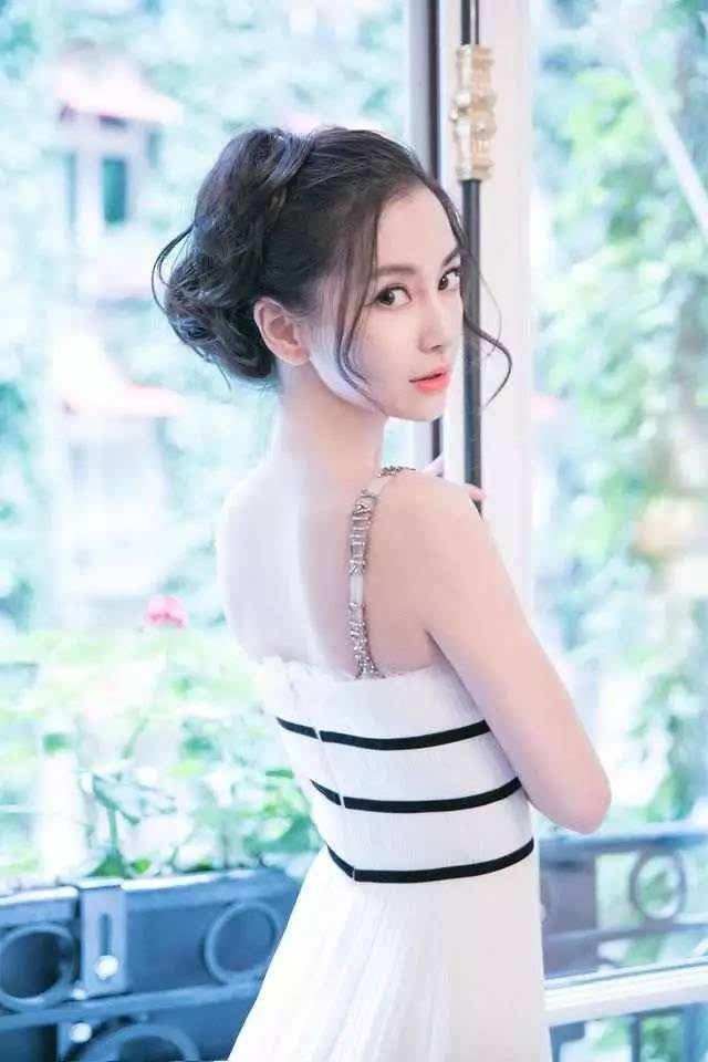 女星穿吊带都这么美吗?最美还是迪丽热巴