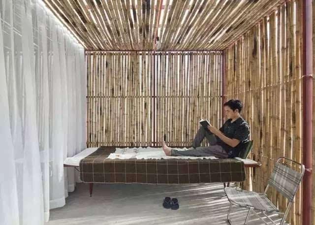 第一次加入了一些现代的建筑材料:钢材和玻璃,当然主要的结构框架都是