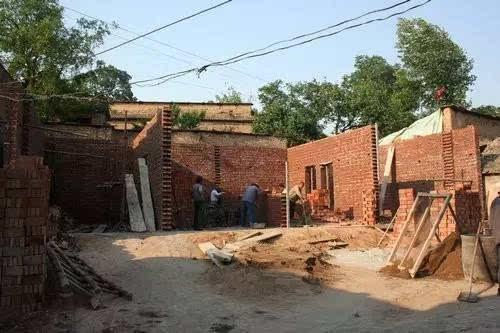 泗县农村人盖房子讲究:地基要比邻居家高,这是为啥?