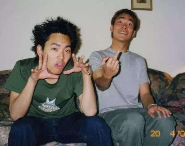 无码弟弟干网_和弟弟宋学庭(左),曾经的开朗活泼