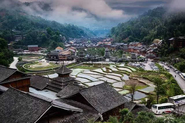 >>> 肇兴侗寨:镶嵌在山水田园间的村落,留有前人足印的古巷,还有那会
