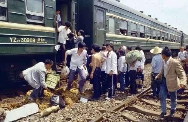 這些1990年的江油火車站老照片大多數人都沒見過!圖片