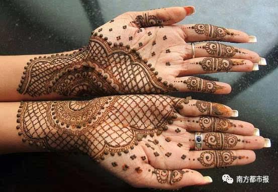 """原来,传统的海娜手绘所用的颜料来自一种叫""""henna""""(音译为海娜或者"""