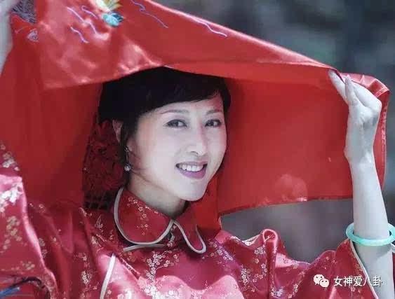 红色电视剧视频_在一些古装剧中,各路女演员总是少不了会有一些穿着红色嫁衣结婚的镜