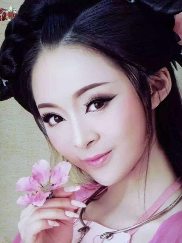 美妙绝伦美女性交图_然而并非人人都这样美妙绝伦,所以,整容术诞生了.