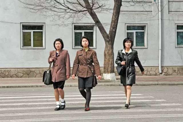 朝鲜_真实对比照:朝鲜vs韩国,差距悬殊太大!
