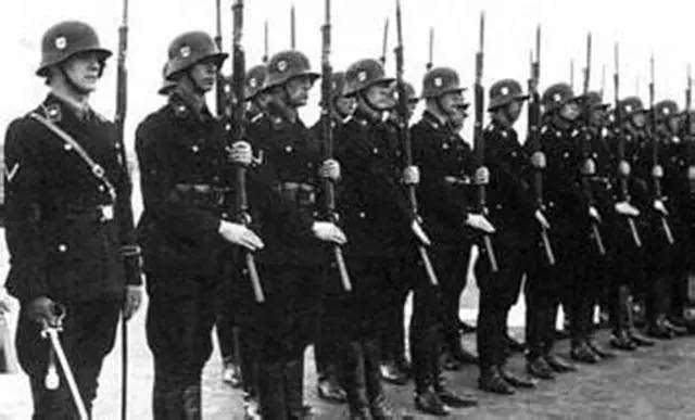 二战期间,德国的党卫军和国防军谁的人数多,实力哪个强?