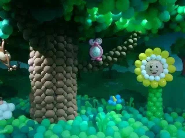 这里有海洋世界 这里有野外动物园 这里还有梦幻城堡 这里就是魔幻