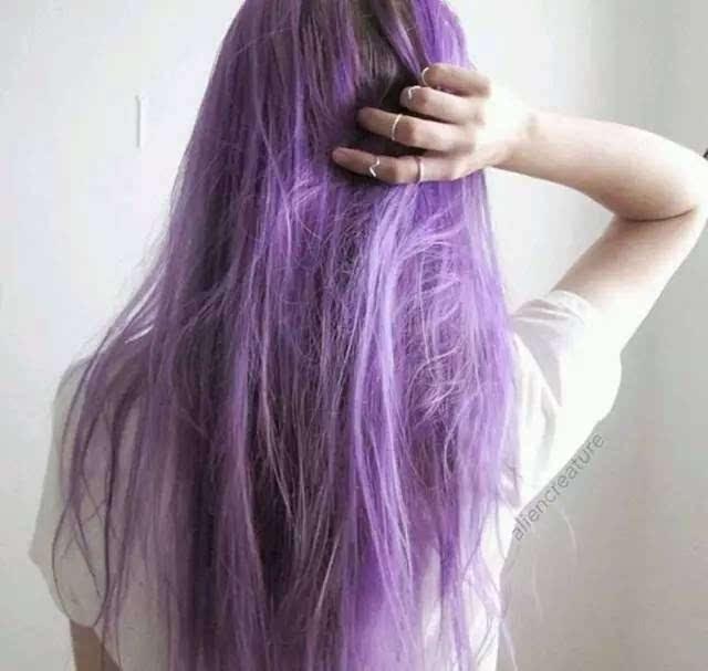 吹呀吹呀我神秘的紫色头发图片