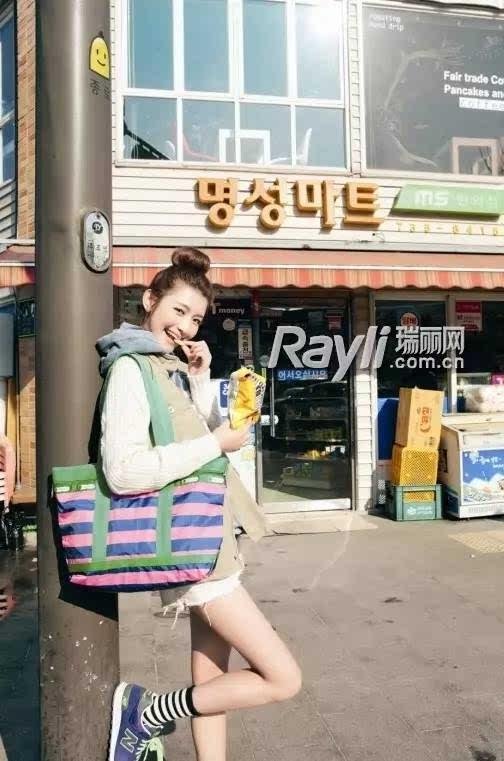 张大奕最开始是瑞丽模特,还给《昕薇》等杂志拍摄内页搭配