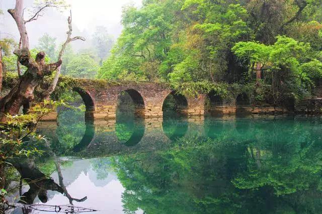 荔波漳江风景区包括大七孔,小七孔,香草园,瑶山瑶寨等,是国家aaaaa级