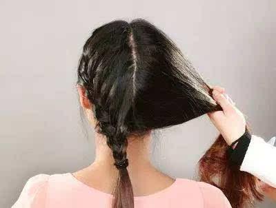 【第三款】 step 7:搭配上自己喜欢的蝴蝶结发饰这款清纯优雅的编发图片