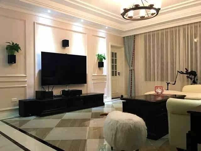客厅的电视背景墙也是用石膏线做的造型第一次看到这样弄电视墙的