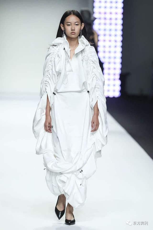 2018春夏上海时装周| 东方宾利模特军团演绎chaber c