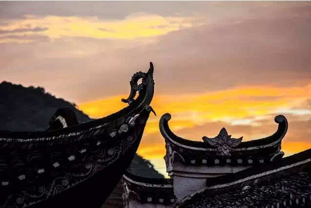 村里居住蒋,欧阳,黄,何13姓,村民仍然过着日出而作,日落而息,自给
