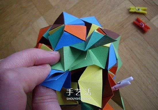 纸球的折法步骤图片 折纸彩球的详细步骤图