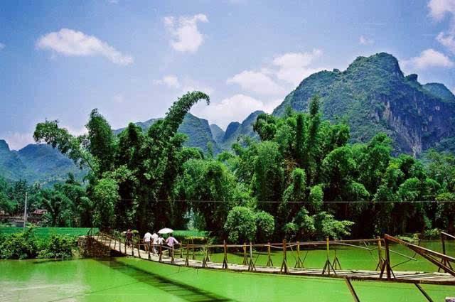 县内民族风情古朴浓厚,风景名胜集灵秀之水,雄浑之山,奇异之石于一体