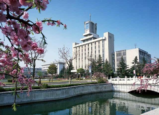 截至2014年9月,南京市第一中学分为高中部和南京市第一中学初中部厌学初中女生图片